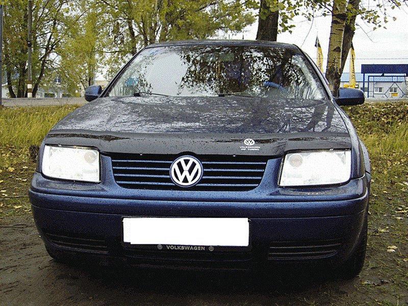 Volkswagen Bora 1998-2004 гг. Дефлектор капота...